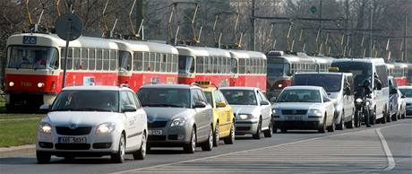 Kvůli přítomnosti prezidentů USA a Ruska jsou v Praze rozsáhlá dopravní opatření. (8. dubna 2010)