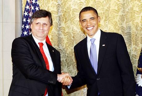 Barack Obama vítá premiéra Jana Fischera před slavnostní večeří v rezidenci USA. (8. dubna 2010)