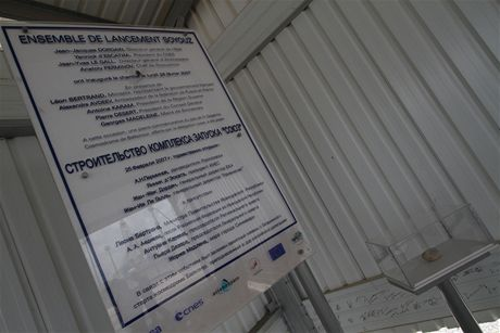 Kosmodrom v Kourou, Francouzská Guyana: stavba odpalovací rampy pro ruské rakety Sojuz, kámen z kosmodromu Bajkonur
