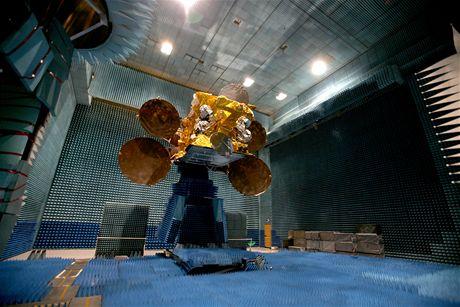 Satelit Astra 3B vyrobený firmou Astrium čeká v továrně v Toulouse na transport do Jižní Ameriky