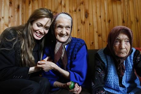 Angelina Jolie v uprchlickém táboru v Bosně a Hercegovině