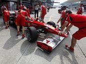První trénink na Velkou cenu Malajsie - Felipe Massa a jeho tým