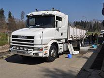 Úhoře přivezl speciální kamion