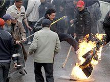 Nepokoje v Kyrgystánu. (7. dubna 2010)