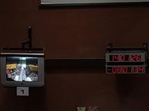 Kosmodrom v Kourou, Francouzská Guyana:  řídící středisko startu, kontrolní monitor a odpočet startu