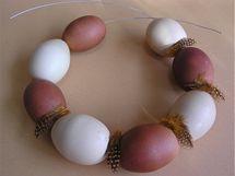 Vajíčka se dají navlékat podobně jako korálky.