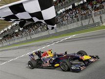 Sebastian Vettel (Red Bull)  projíždí vítězně cílem Velké ceny Malajsie.