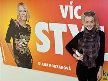 Veronika Machová pózuje u plakátu Diany Kobzanové