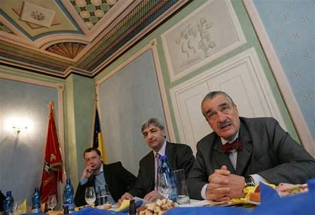 Karel Schwarzenberg se v Bohuticích na Znojemsku setkal se starosty a občany