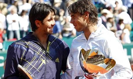 Poražený Fernando Verdasco (vlevo) a vítěz Rafael Nadal po finále turnaje v Monte Carlu 2010