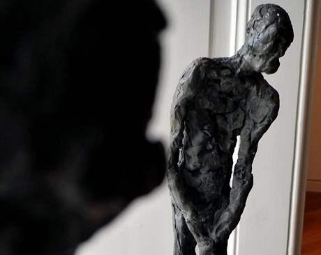 Klenová - Normalizační galerie:Jiří Sozanský (1946): Poutník II (1971), cín