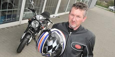 Marek Odehnal vyjíždí na svém motocyklu Guzzi do okolí Břeclavi a na Pálavu
