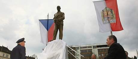 Pořízení sochy Edvarda Beneše v Brně přišlo na 1,6 milionu korun. Skulptura je kopií Benešovy sochy od sochaře Karla Dvořáka, která stojí před pražským Černínským palácem v Praze.