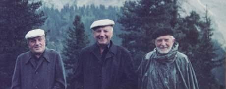 Zemřel kardinál Tomáš Špidlík. Archivní rodinné foto - v Dolomitech 1985 (Špidlík uprostřed).
