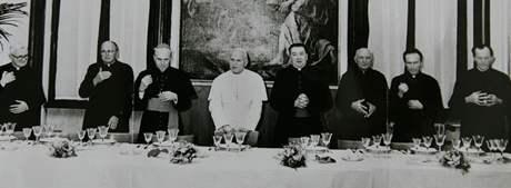 Zemřel kardinál Tomáš Špidlík. Archivní foto - kardinál Špidlík s papeřem Janem Pavlem II.