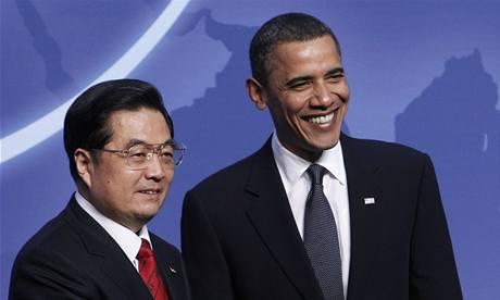 Čínský prezident Chu-Ťin-tchao a jeho americký protějšek na washingtonském summitu