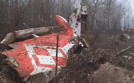 Trosky letadla, v němž zemřel mimo jiné i polský prezident Lech Kaczynski.