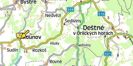 Silnici mezi Kounovem a Deštným v Orlických horách uzavřelo popadané kamení