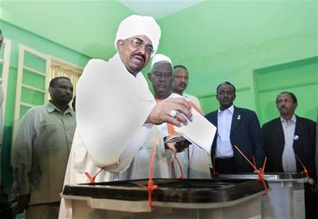 Súdánský prezident Omar al-Bašír volí v současně prezidentských a parlamentních volbách