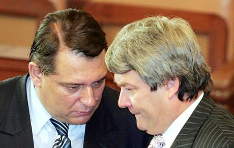 Předseda ČSSD Jiří Paroubek a předseda KSČM Vojtěch Filip. Ilustrační foto