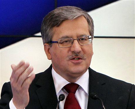 Předseda horní komory polského parlamentu Bronislaw Komorowski po tragické smrti Lecha Kaczynského převzal prezidentské povinnosti
