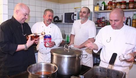 """V pražské restauraci Harmony vaří zkušení """"vyvaření"""" kuchaři, majitel jen potřebuje osvěžit jídelní lístek."""