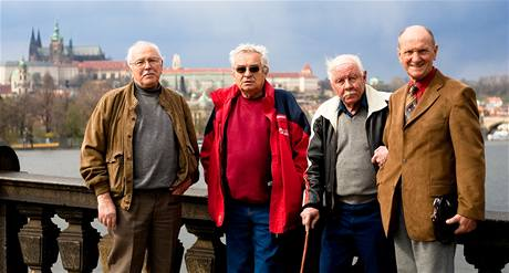 Herci z filmu Cesta do pravěku (zleva Petr Herrmann, Zdeněk Husták, Vladimír Bejval, Josef Lukáš)