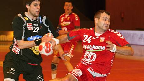 Český házenkář Milan Berka v utkání proti Rakousku.