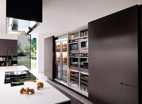 Kuchyně své technické vybavení často skrývají za posuvnými dveřmi