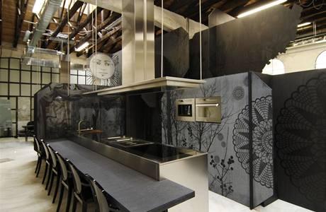 """K """"dobrým"""" zvykům patří během veletrhu v MiIáně vystavovat i v industriálních prostorách. Designová značka spotřebičů Scholtes si vybrala studio Matteo Ceccariniho"""