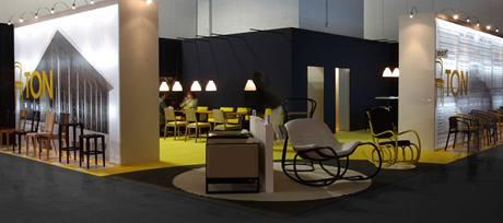 Stánek firmy TON na letošním Salone del mobile