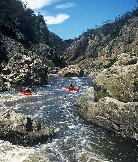 Austrálie, splouvání Snowy River. Divoká soutěska prověří vodácké dovednosti