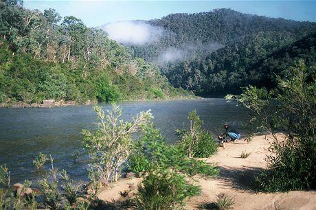 Austrálie, splouvání Snowy River. Ráno na jednom z tábořišť