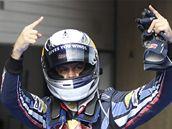 Sebastian Vettel slaví vítězství v kvalifikaci Velké ceny Číny.