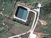 Do této budovy převáží barmská junta citlivý materiál, který může používat pro svůj nukleární program. Leží nedaleko města Mandalay a je dobře rozpoznat i na mapách Googlu.