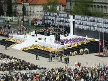 Tryzna na náměstí Józefa Pilsudského (17. dubna 2010)
