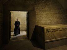 Krypta, kde spočine zesnulý polský prezident Lech Kaczynský s manželkou (17. dubna 2010)