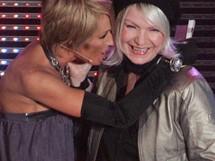 Anděl 2009 - moderátorka večera Tereza Pergnerová se zpěvačkou Annou K.