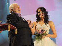 Marián Labuda udělil titul Miss Eiffelovka Marcele Ševčíkové
