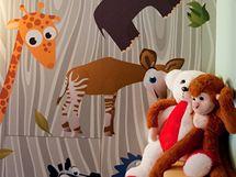 Stěny zdobí samolepky různých zvířátek