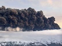 Sopečný prach se zvedá nad islandskou sopkou