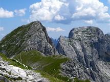 Rakousko, vrcholy Sparafeld a Reichenstein v pohledu z Kalblingu (Gesäuse)