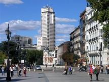 Španělsko, Madrid. Pohled od královského paláce k Torre de Madrid (Kastilie)