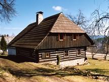 Šumavské stavení ve Velkém Radkově nedaleko Kašperských Hor