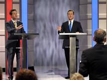 V televizní debatě nejvíce zabodoval vůdce liberálních demokratů Nick Clegg (na snímku zcela vlevo).