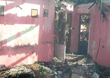 Požár rodinného domu v Ratíškovicích na Hodonínsku (28. 4. 2010).