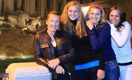 Květa Peschkeová, Petra Kvitová, Lucie Šafářová a Lucie Hradecká fontány di Trevi v Římě