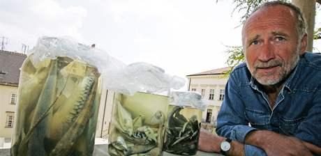 Zoolog Miroslav Šebela přivezl z expedice z Ekvádoru různé druhy sladkovodních ryb z povodí řeky Rio Curatay a Rio Cononaco