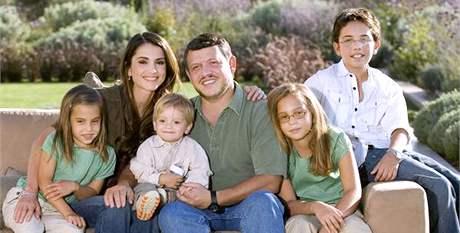 Jordánský královský pár se svými dětmi.