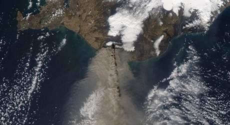 Satelitní záběr výbuchu islandské sopky Eyjafjallajökull